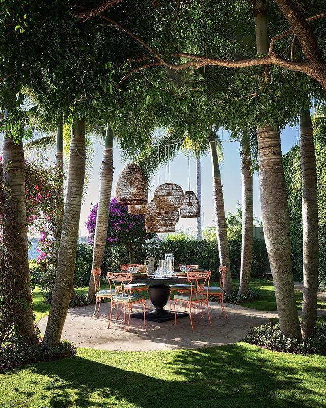 "<p>Of all the outdoor spaces we swoon over, fashion maven Liz Lange's Palm Beach paradise reigns supreme.</p><p><a class=""link rapid-noclick-resp"" href=""https://www.elledecor.com/design-decorate/house-interiors/a31102565/liz-lange-palm-beach-house/"" rel=""nofollow noopener"" target=""_blank"" data-ylk=""slk:TOUR THE HOME"">TOUR THE HOME</a></p><p><a href=""https://www.instagram.com/p/B9_5DrYpS2l/"" rel=""nofollow noopener"" target=""_blank"" data-ylk=""slk:See the original post on Instagram"" class=""link rapid-noclick-resp"">See the original post on Instagram</a></p>"
