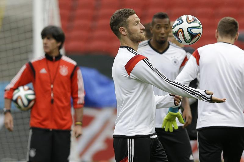 Mustafi starts in defense for Germany vs. Algeria