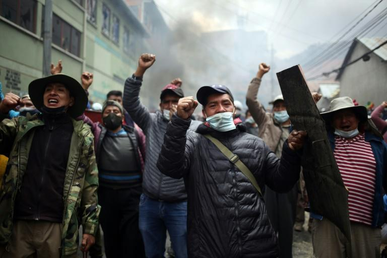 Dozens of police were stationed in front of the market but, despite firing off numerous rounds of tear gas, were forced to retreat (AFP/LUIS GANDARILLAS)