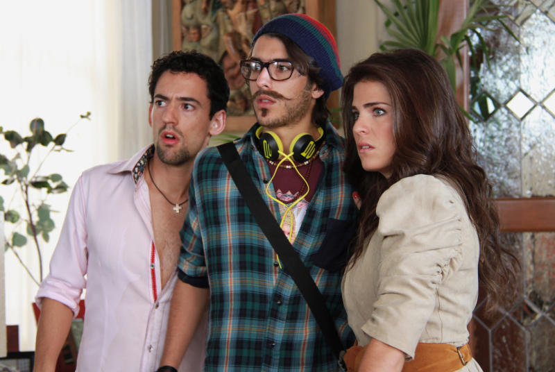 "This undated promotional image released by Warner Bros. Studios shows actor Luis Gerardo Mendez, left, Juan Pablo Gil, center, and Karla Souza in the movie ""Nosotros los Nobles."" The Mexican riches-to-rags movie, ""We are the Nobles"" has opened to packed theaters in a country with one of the world's widest income gaps, and a love for laughing at misfortune. More than 1 million people showed up in the first week to see the story of an impresario who fakes a government raid on his riches to teach his children the value of work. (AP Photo/Warner Bros. Studios)"
