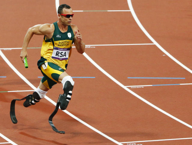 South Africa's Oscar Pistorius runs the final leg of the men's 4x400m relay final during the London 2012 Olympic Games at the Olympic Stadium August 10, 2012. REUTERS/David Gray (BRITAIN - Tags: OLYMPICS SPORT ATHLETICS) - RTR36NF1