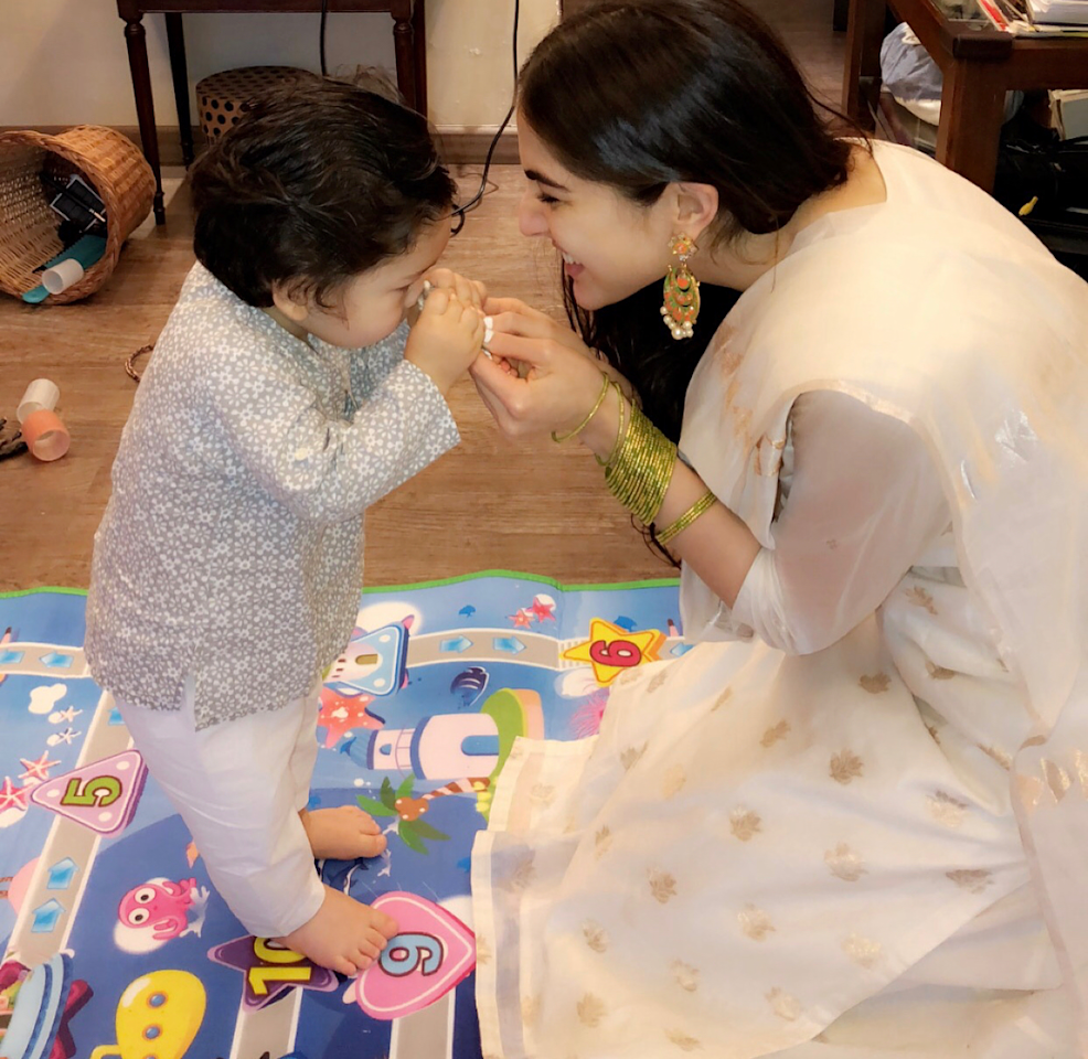 <p>If this click doesn't melt your heart into a puddle, I don't know what will. On Rakshabandhan last year, Sara dolled up in a simple white <em>salwar-kameez</em> with little golden embellishments all over. A pair of <em>minakari</em> earrings and green glass bangles rounded up the look – a look that is so 'girl next door', and in its ordinariness lies its uniqueness. </p>