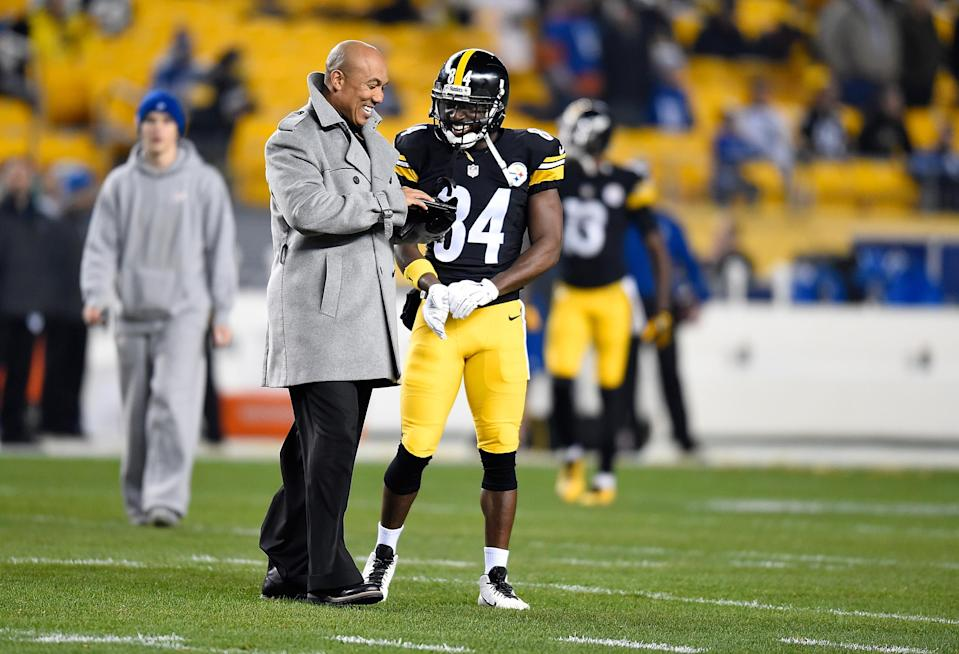 Antonio Brown shares a moment with NBC personality Hines Ward in 2015. (Getty Images)