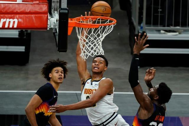 Denver Nuggets centre Isaiah Hartenstein (25) shoots between Phoenix Suns' Cameron Johnson and Deandre Ayton (22)