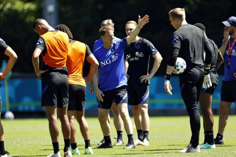 Frank de Boer with his players at a Dutch team training session this week