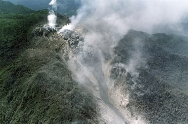 White smoke billows from the crater of Mount Unzen in Shimabara, southern Japan, in 1991 before the volcano erupted again