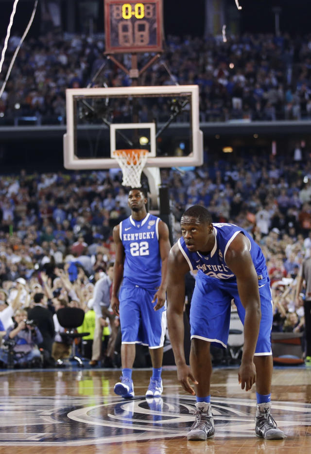 Kentucky forward Alex Poythress (22) and forward Julius Randle clear the floor after the NCAA Final Four tournament college basketball championship game against Connecticut Monday, April 7, 2014, in Arlington, Texas. Connecticut won 60-54. (AP Photo/David J. Phillip)