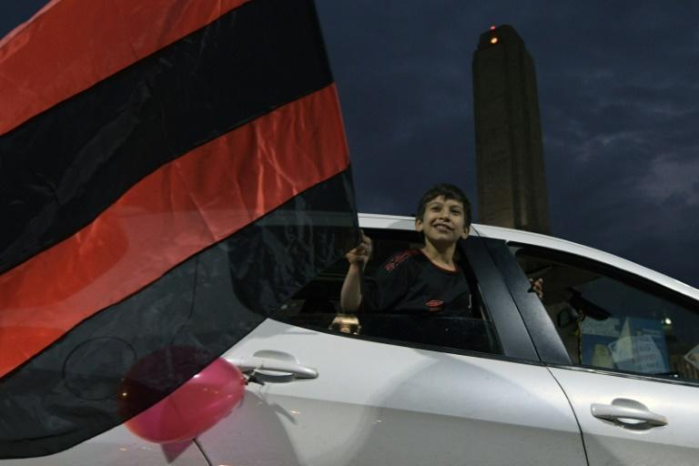 A young supporter of Newell's Old Boys passes by the Monumento de la Bandera during a convoy on August 27, 2020