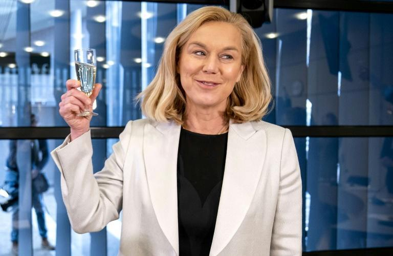 D66 party leader Sigrid Kaag danced on a table after the results came in