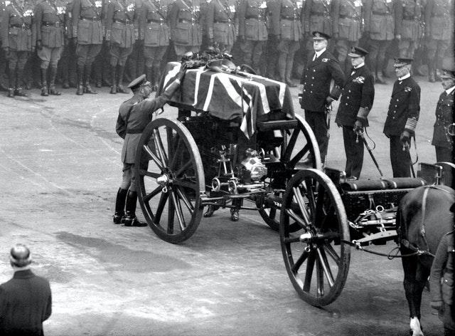 King George V paying his tribute to the Unknown Warrior