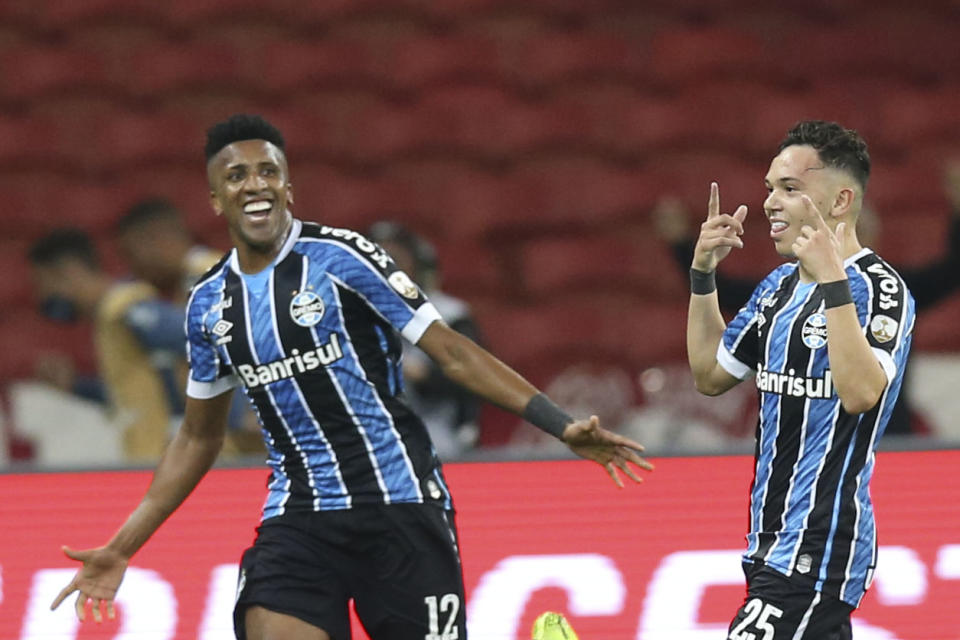 Brazil's Gremio Pepe (R) celebrates after scoring against Brazil's Internacional during their closed-door Copa Libertadores group phase football match at the Beira Rio stadium in Porto Alegre, Brazil, on September 23, 2020, amid the COVID-19 novel coronavirus pandemic. (Photo by Alexandre Schneider / POOL / AFP) (Photo by ALEXANDRE SCHNEIDER/POOL/AFP via Getty Images)