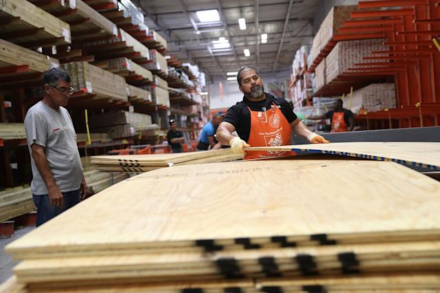 <p>People purchase plywood at The Home Depot as they prepare for Hurricane Irma on Sept. 6, 2017 in Miami, Fla. (Photo: Joe Raedle/Getty Images) </p>