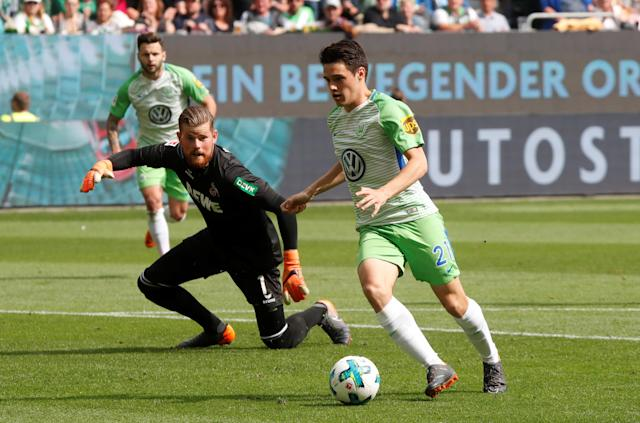 Soccer Football - Bundesliga - VfL Wolfsburg v FC Cologne - Volkswagen Arena, Wolfsburg, Germany - May 12, 2018 Wolfsburg's Josip Brekalo in action with Cologne's Timo Horn REUTERS/Wolfgang Rattay DFL RULES TO LIMIT THE ONLINE USAGE DURING MATCH TIME TO 15 PICTURES PER GAME. IMAGE SEQUENCES TO SIMULATE VIDEO IS NOT ALLOWED AT ANY TIME. FOR FURTHER QUERIES PLEASE CONTACT DFL DIRECTLY AT + 49 69 650050