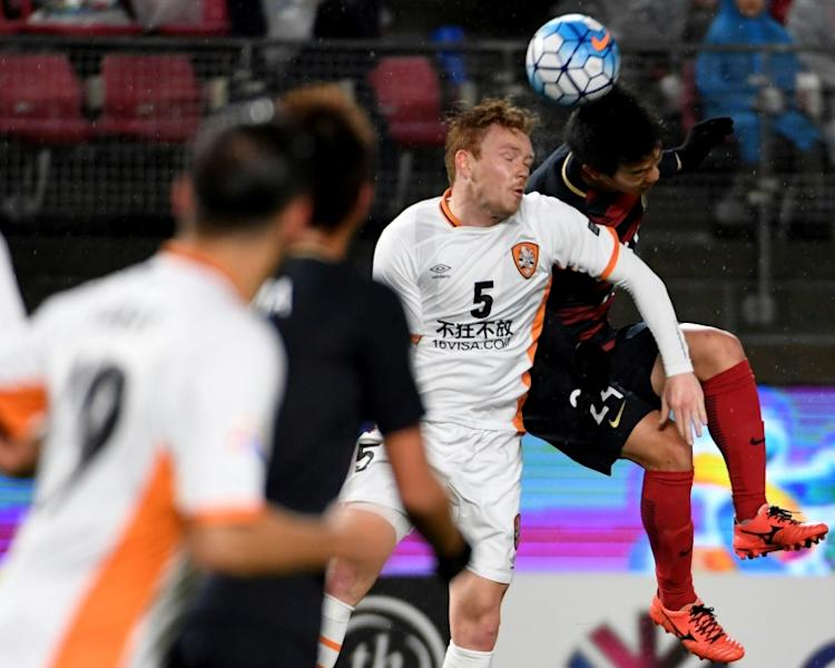 Kashima Antlers defender Yukitoshi Ito (right) battles for the ball with Brisbane Roar defender Corey Brown during an AFC Champions League clash in Kashima on March 14, 2017