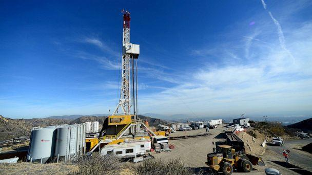 PHOTO: Crews from Southern California Gas Company and outside experts work on a relief well at the Aliso Canyon gas field above the Porter Ranch section of northwest Los Angeles, California in this December 9, 2015, file photo. (Dean Musgrove/Reuters, FILE)