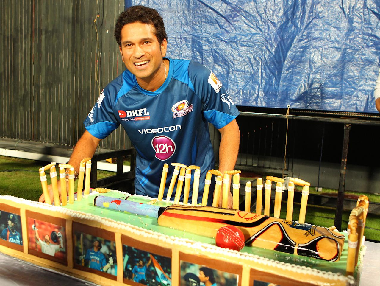 Sachin Tendulkar is presented with a cake to commemorate his 40th birthday during match 33 of the Pepsi Indian Premier League between The Kolkata Knight Riders and the Mumbai Indians held at the Eden Gardens Stadium in Kolkata on the 24th April 2013..Photo by Ron Gaunt-IPL-SPORTZPICS  ..Use of this image is subject to the terms and conditions as outlined by the BCCI. These terms can be found by following this link:..https://ec.yimg.com/ec?url=http%3a%2f%2fwww.sportzpics.co.za%2fimage%2fI0000SoRagM2cIEc&t=1498418425&sig=1wBZId9UBCY_IbHyolZxRA--~C