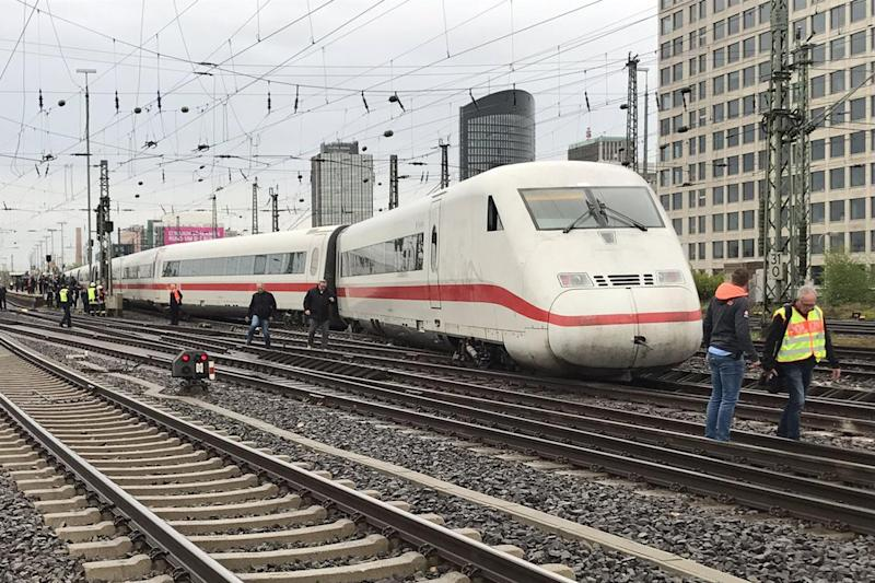 Train derailment: A high speed train has derailed between Berlin and Dusseldorf: Bundespolizei NRZ/Twitter