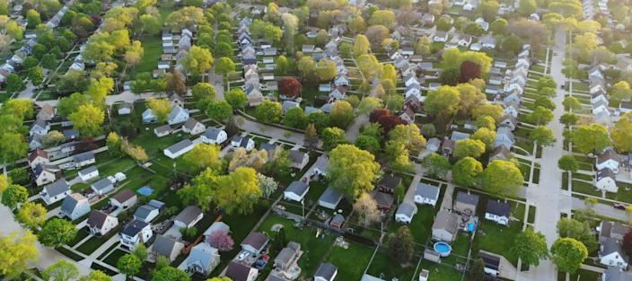 13M homeowners can still save big by refinancing their mortgages, data says