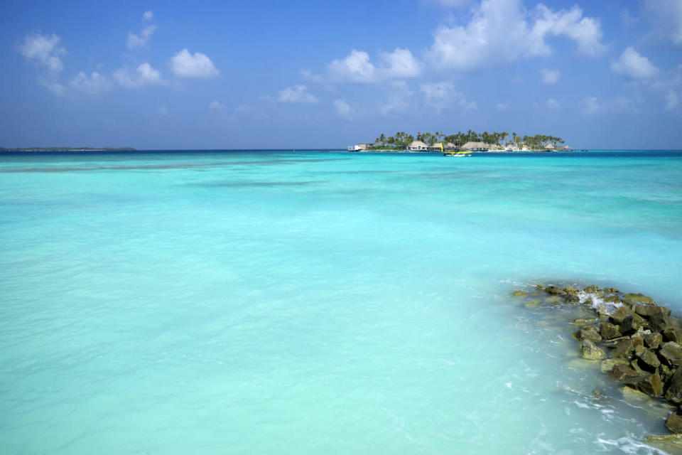 <p>Think of the Maldives and only one colour springs to mind: turquoise. You get it in spades thanks to the crystal-clear sea that stretches as far as the eye can see. (Photo: Flickr / TuAhn Nguyen)</p>