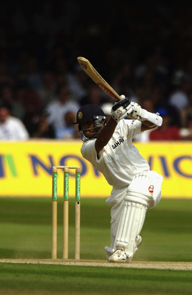 LONDON - JULY 28 :  Rahul Dravid of India in action during the fourth day of the first npower test match between England and India at Lords in London on July 28, 2002. (Photo By Tom Shaw/Getty Images) England won test the match by 170 runs.
