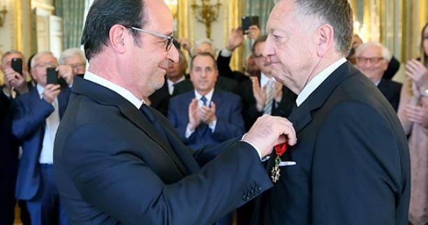 Foot - L1 - OL - Distinction : Jean-Michel Aulas décoré par François Hollande