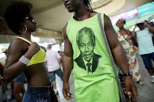 RIO DE JANEIRO, BRAZIL - DECEMBER 07: A man wears a Nelson Mandela shirt following the death of former South African President Nelson Mandela on December 7, 2013 in Rio de Janeiro, Brazil. Mandela visited Brazil, a country with deep ties to Africa, twice. Mandela was a leader that helped conquer apartheid in racially divided South Africa after being jailed for his activism for decades. He was South Africa's first black president. He died yesterday at the age of 95. on December 7, 2013 in Rio de Janeiro, Brazil. (Photo by Mario Tama/Getty Images)
