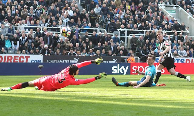 Matt Ritchie scores Newcastle's second goal against Arsenal.