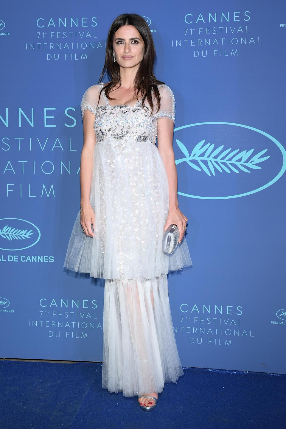 <p>The actress looked pretty in a tiered baby blue Chanel Couture dress.<em> [Photo: Getty]</em> </p>