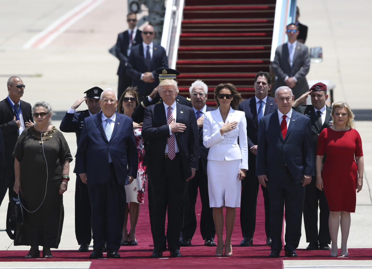 US President Donald Trump and his wife Melania, center, stand in attention during welcome ceremony accompany by the Israeli President Rueben Rivlin and his wife Nechama, on the left, and Prime Minister Benjamin Netanyahu and his wife Sarah in Tel Aviv, Monday, May 22,2017. (AP Photo/Oded Balilty)