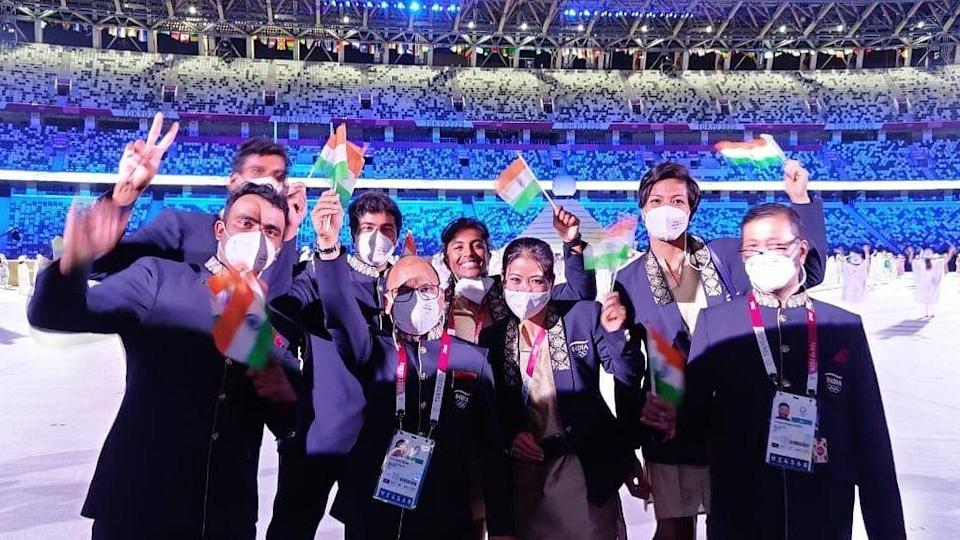 """<div class=""""paragraphs""""><p>Proud members of the Indian contingent pose for the camera</p></div>"""