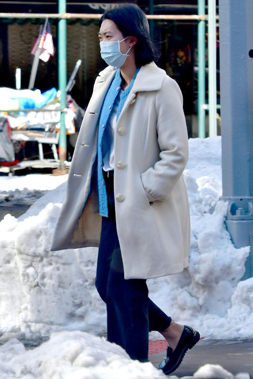 <p>Awkwafina was seen walking in New York City and wearing a face mask.</p>