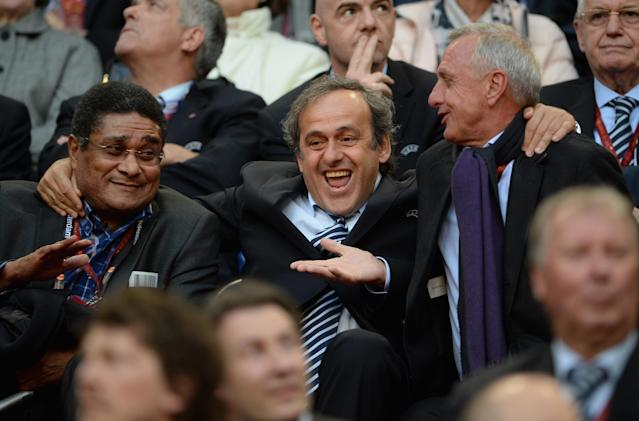 AMSTERDAM, NETHERLANDS - MAY 15: (L-R)Ex-Benfica footballer Eusebio, UEFA President Michel Platini and Ex-Ajax and Netherlands footballer Johan Cruyff share a joke during the UEFA Europa League Final between SL Benfica and Chelsea FC at Amsterdam Arena on May 15, 2013 in Amsterdam, Netherlands. (Photo by Michael Regan/Getty Images)