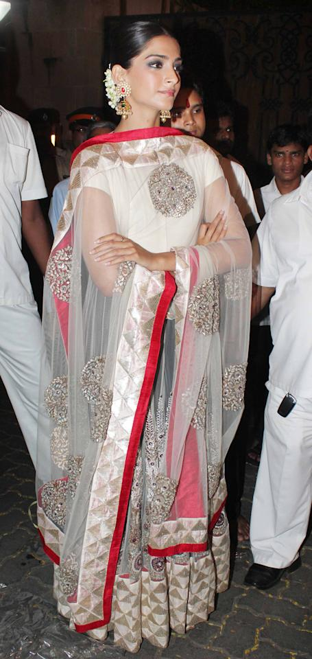 Sonam knows her style alright. This is a great outfit for a wedding and the gajra is just adding that extra special touch.