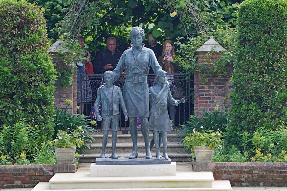 Members of the public view the statue of Diana, Princess of Wales, in the Sunken Garden at Kensington Palace (PA) (PA Wire)