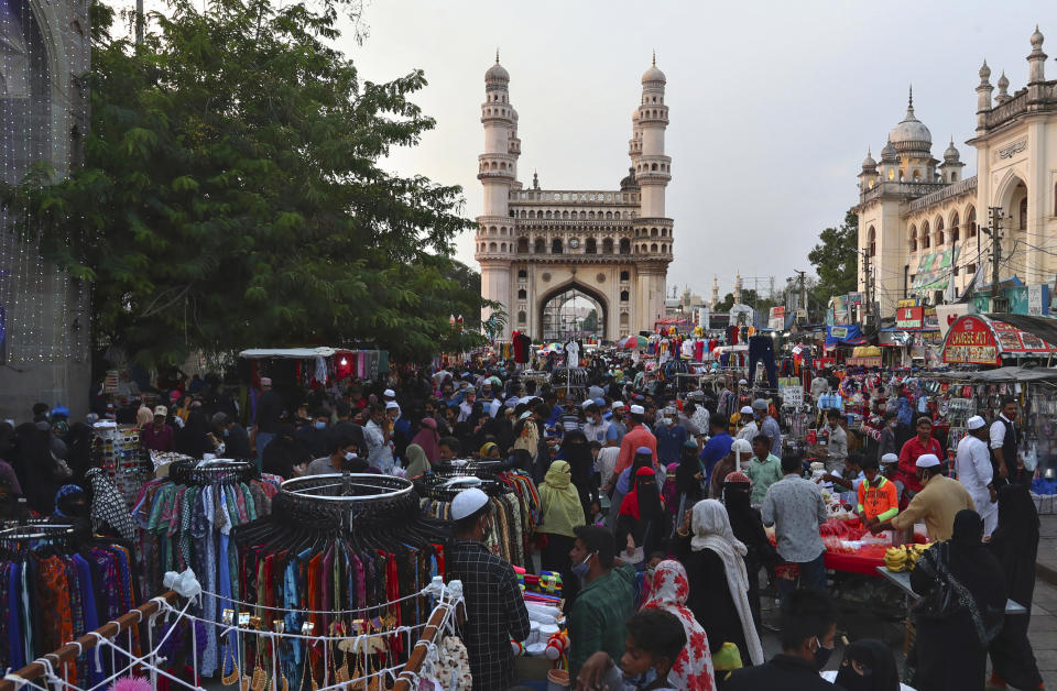 Indians crowd at a market in front of the landmark Charminar mosque during the holy month of Ramadan in Hyderabad, India, Thursday, May 6. Source: AP