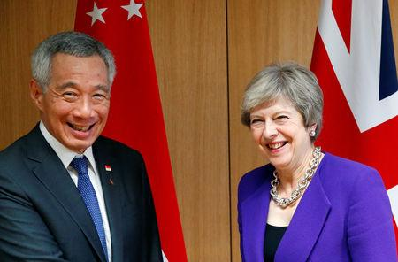 Singapore's Prime Minister Lee Hsien Loong poses with Britain's counterpart Theresa May at the ASEM leaders summit in Brussels, Belgium October 18, 2018.  REUTERS/Francois Lenoir/Pool