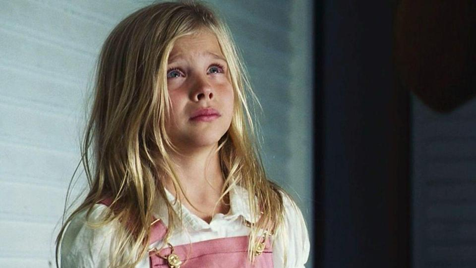 <p>The 2005 remake starred Ryan Reynolds, a haunted house, and a bb Chloe, who was around 8 when the film was released. She played one of the Lutz children.</p>