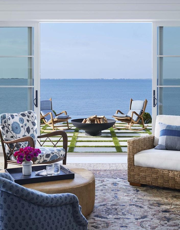 No Hamptons style decor would be complete without big, operable windows that let in air and natural light.