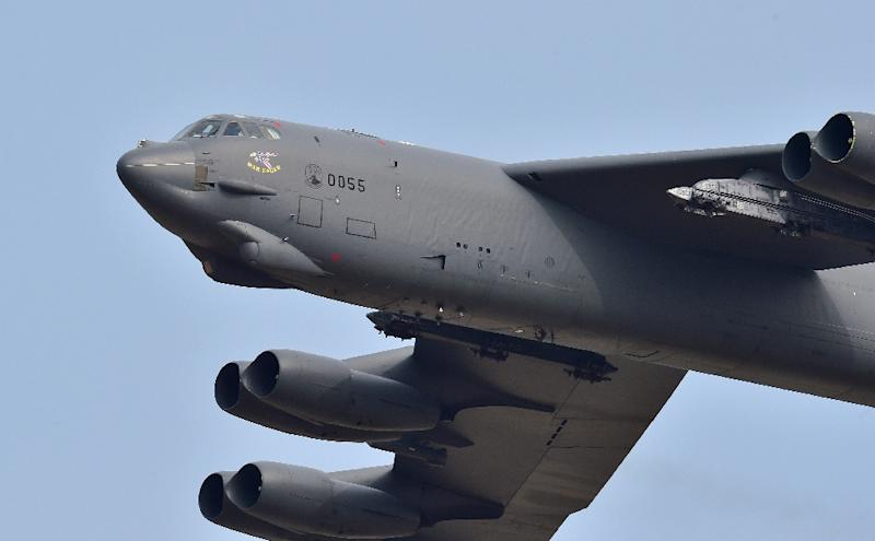 A US B-52 Stratofortress nuclear bomber flies over the Osan Air Base in Pyeongtaek, south of Seoul, on January 10, 2016 (AFP Photo/JUNG YEON-JE)