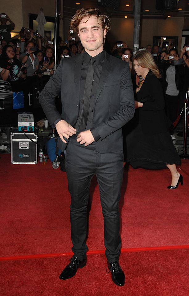 """WESTWOOD, CA - NOVEMBER 17: Robert Pattinson  arrives at the Los Angeles premiere of """"Twilight"""" at the Mann Village and Bruin Theaters on November 17, 2008 in Westwood, California. (Photo by Steve Granitz/WireImage)"""
