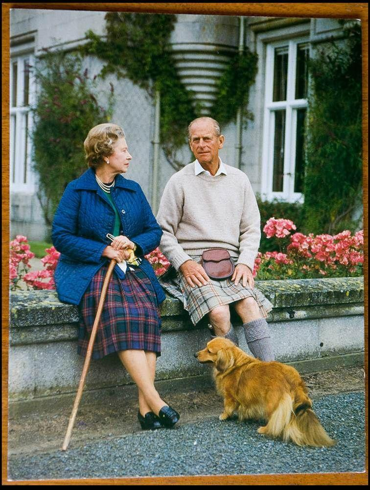 <p>A candid shot from 1990 features the Queen and Prince Philip at ease in plaid.</p>