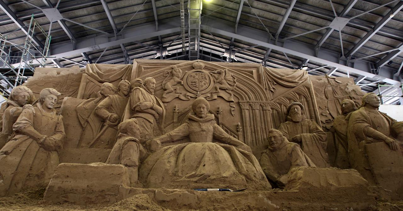 A sand replica titled 'Absolute Monarchism Under the Regime of Queen Elizabeth I' by Ilya Filimontsev of Russia at Sand Museum located in the Tottori Dune on April 1, 2012 in Tottori, Japan. (Photo by Buddhika Weerasinghe/Getty Images)