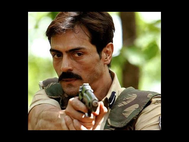 <b>6. Arjun Rampal in Chakravyuh</b><br> In Prakash Jha's 'Chakravyuh', Arjun Rampal was seen as S.P. Adil Khan, who gets posted to Nandighat, after a horrifying massacre of 84 policemen by Naxalites. Prakash Jha tried to highlight the Naxalite issue, which is a cause of major concern in our country but Rampal clearly stole the show.