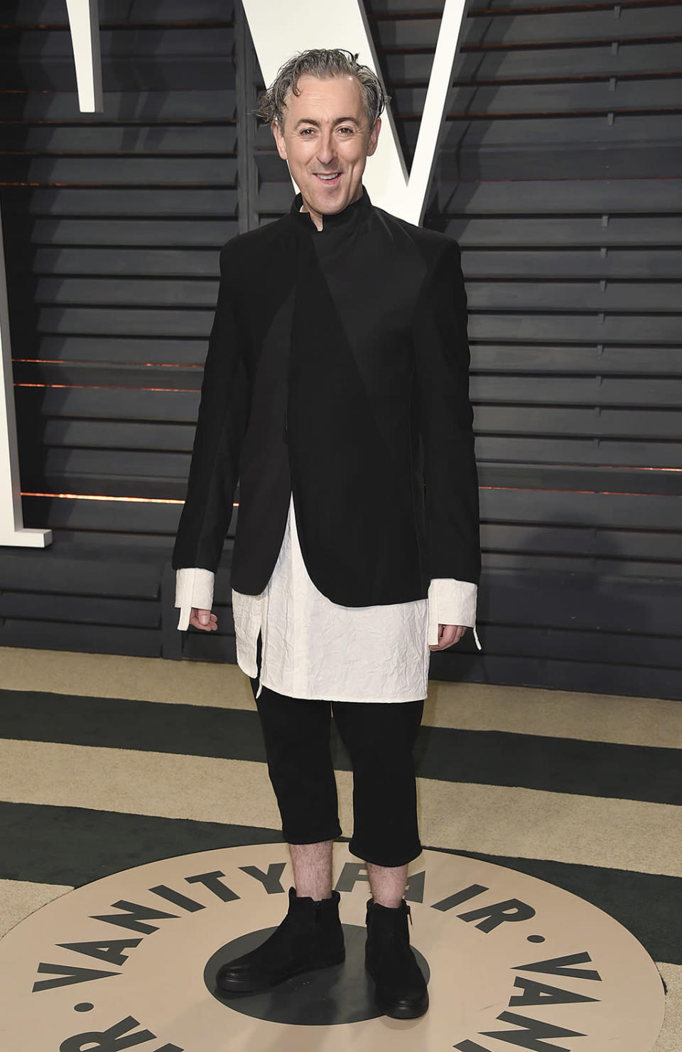 <p>Alan Cumming arrives at the Vanity Fair Oscar Party on Sunday, Feb. 26, 2017, in Beverly Hills, Calif. (Photo by Evan Agostini/Invision/AP) </p>