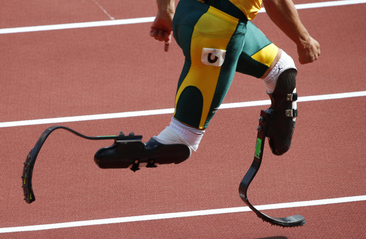 South Africa's Oscar Pistorius prepares to start his men's 400m round 1 heats at the London 2012 Olympic Games at the Olympic Stadium August 4, 2012. REUTERS/David Gray (BRITAIN  - Tags: OLYMPICS SPORT ATHLETICS)   - RTR36335