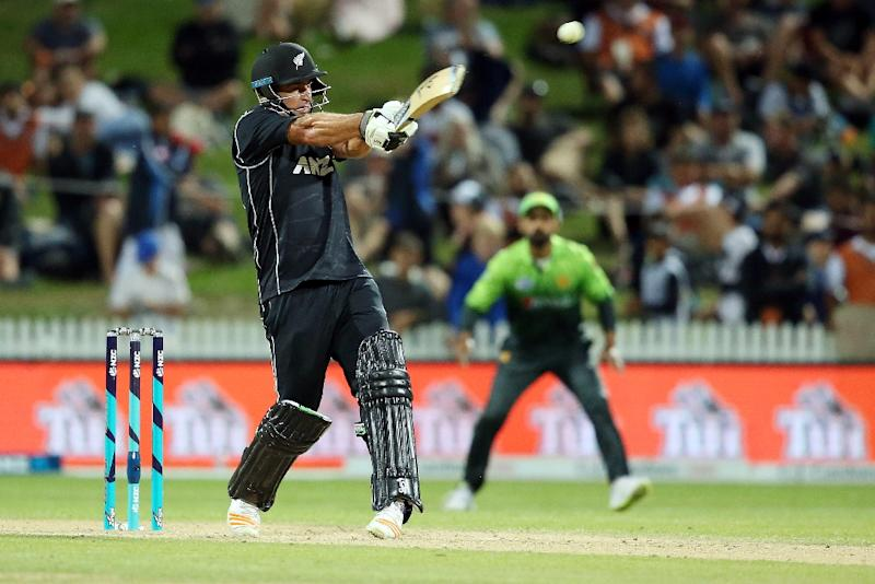 New Zealand's Colin de Grandhomme bats during the fourth one-day international match between New Zealand and Pakistan at Seddon Park in Hamilton on January 16, 2018 (AFP Photo/MICHAEL BRADLEY)