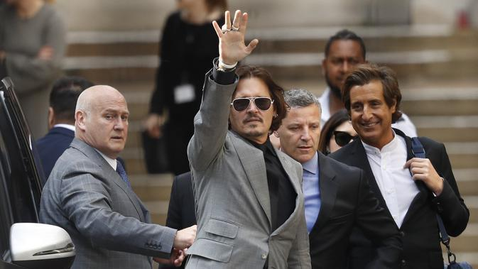Johnny Depp di Pengadilan Tinggi London, Selasa (28/7/2020). (AP Photo/Alastair Grant)