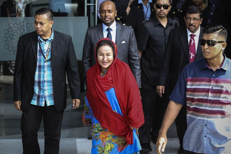 Datin Seri Rosmah Mansor leaves MACC headquarters in Putrajaya in this file picture taken on June 5, 2018. She is expected to record her statement at MACC tomorrow. — Picture by Azneal Ishak