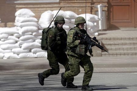 Fighters from Lithuania's army rapid reaction unit attend the Zaibo Kirtis (Lightning Strike) joint anti-riot drill in Svencioneliai, Lithuania, May 10, 2015. REUTERS/Ints Kalnins/File PhotoY