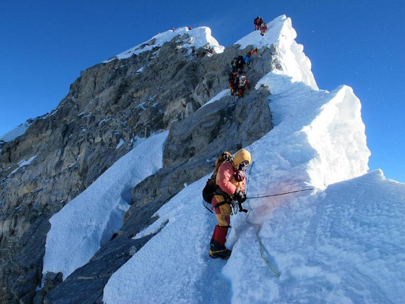 Members of Alpenglow Expeditions' Rapid Ascent Team cross the final ridge to the summit of Mount Everest on May 18, 2013 (AFP Photo/Adrian Ballinger)